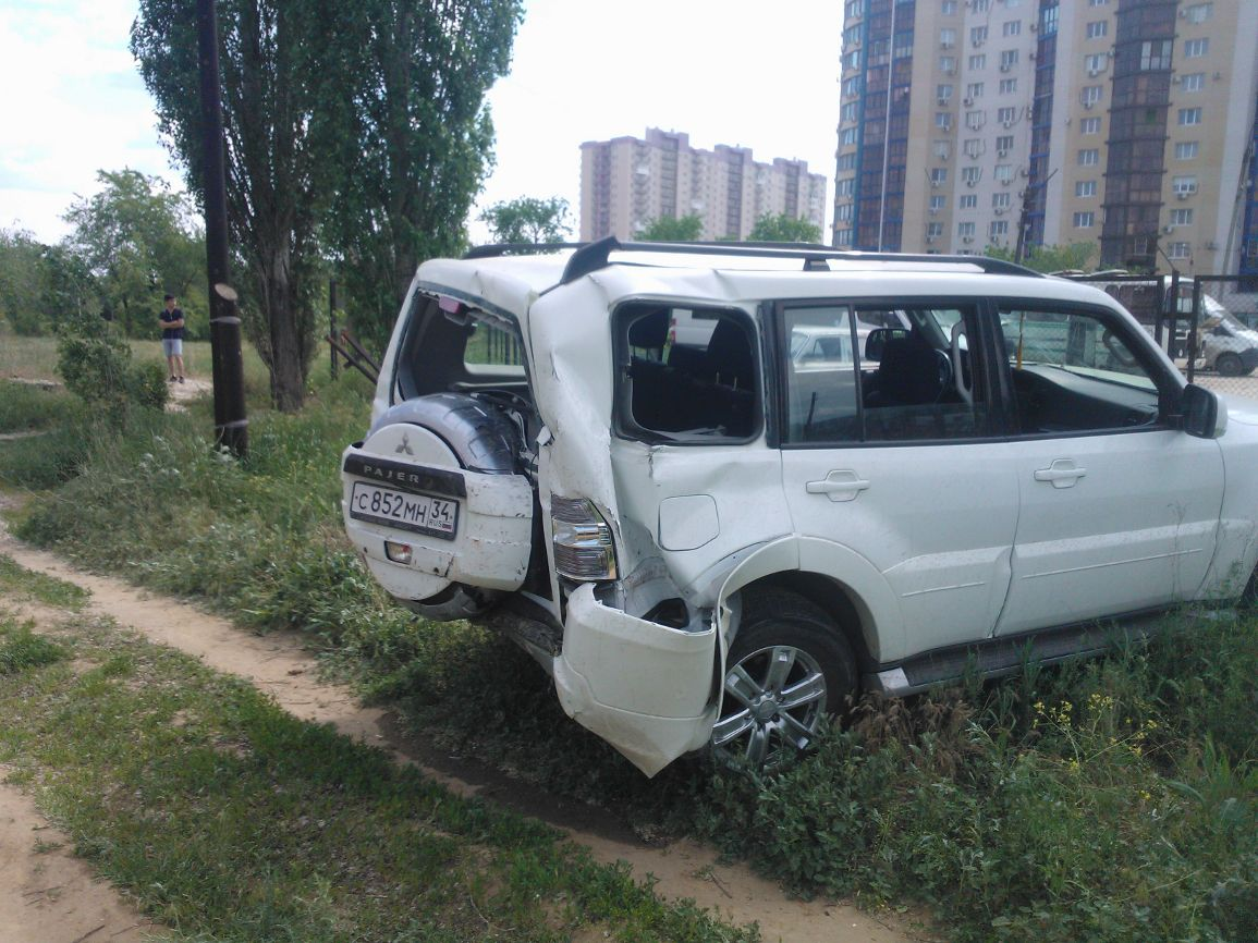 В Волгограде внедорожник въехал в газовую трубу: эвакуировано 30 человек
