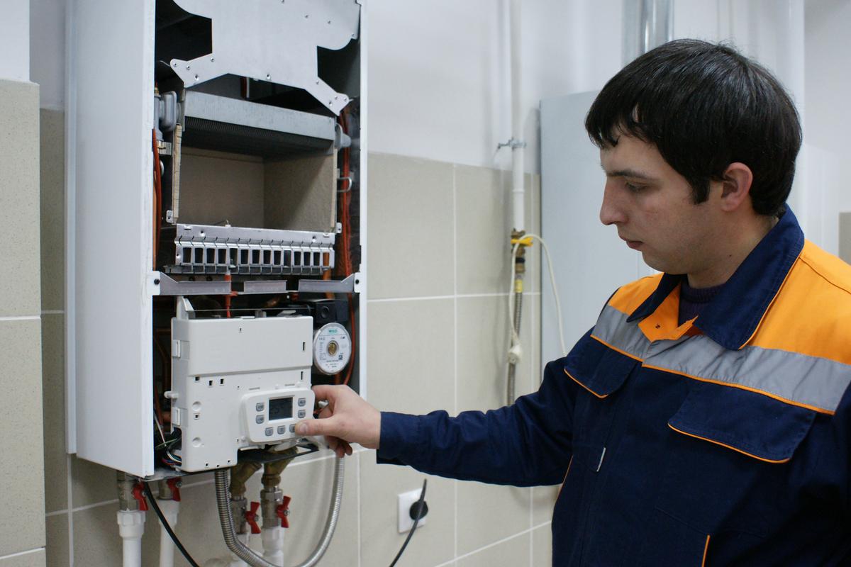 На ком лежат обязанности по обеспечению безопасности системы газоснабжения многоквартирного дома?