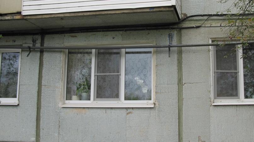 Жители дома в микрорайоне Волховский (Великий Новгород) опасаются разрыва газовой трубы