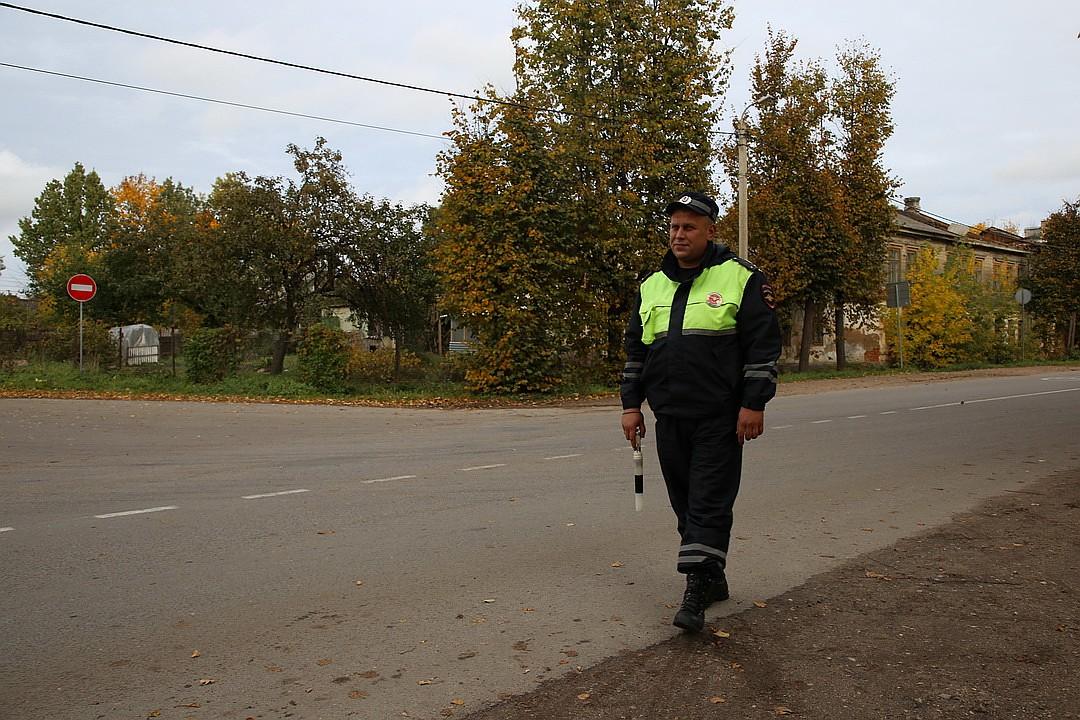 10.10.18 — взрыв газа в квартире в Псковской области. Инспектор ДПС спас хозяйку квартиры.