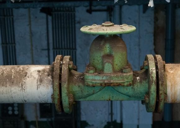 14.11.18 — Повреждение газопровода из-за ДТП обернулось эвакуацией ближайшей школы.