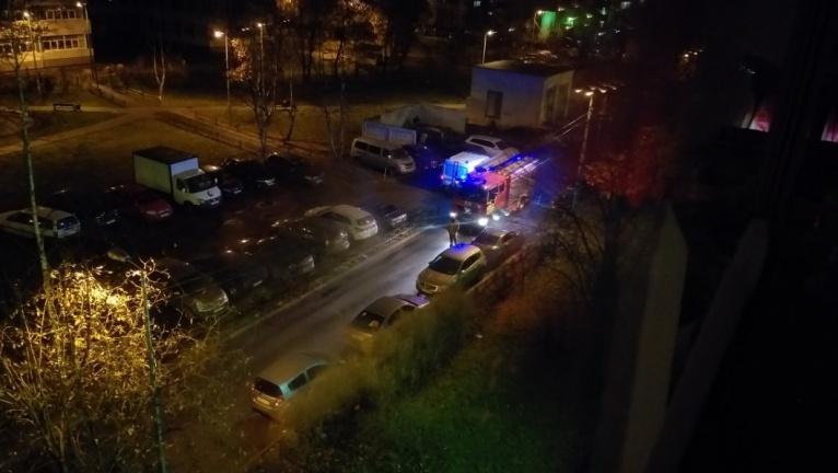 15.11.18 — утечка газа в припаркованном во дворе автомобиле потребовала МЧС принять экстренные меры в Санкт-Петербурге