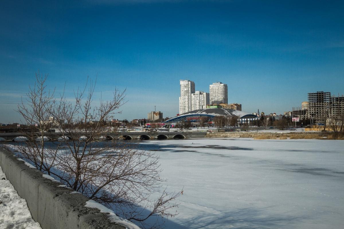 11.12.18 — повреждение и утечка газа в Челябинске при сбросе строительного мусора