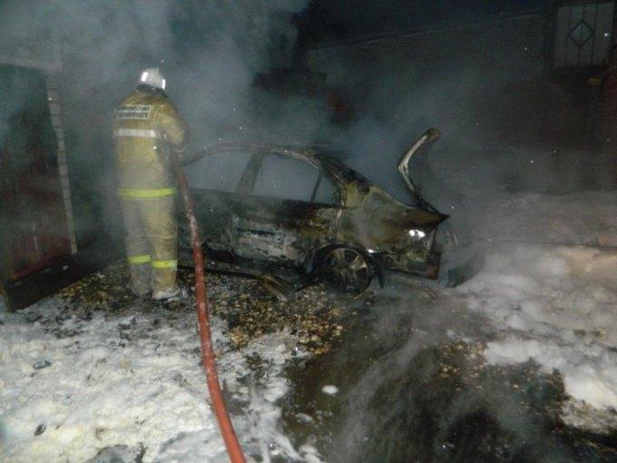 24.12.18 — утечка газа в автомобиле привела к пожару в гараже в Вологодской области