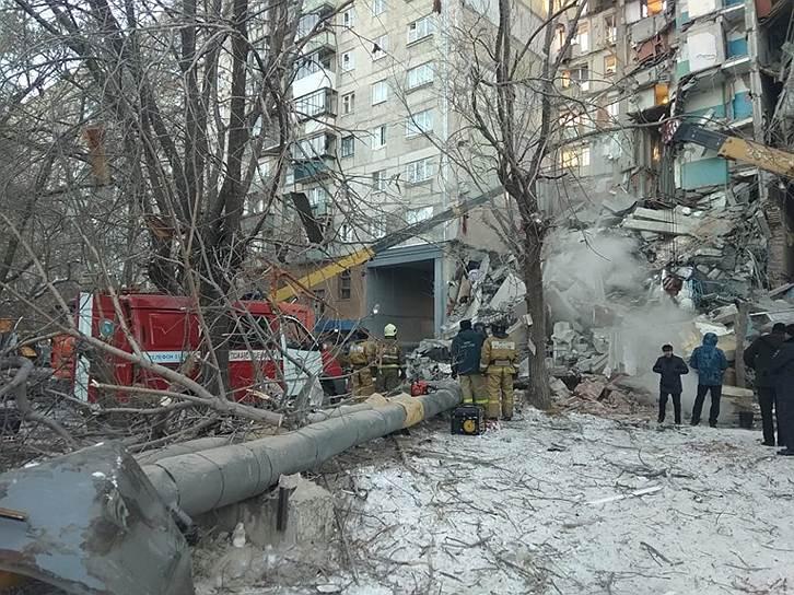 В результате взрыва погибли четыре человека, еще пятеро жильцов подъезда госпитализированы