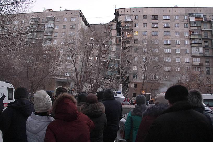 По словам главы МЧС России Евгения Зиничева, под завалами могут находиться от 36 до 40 человек