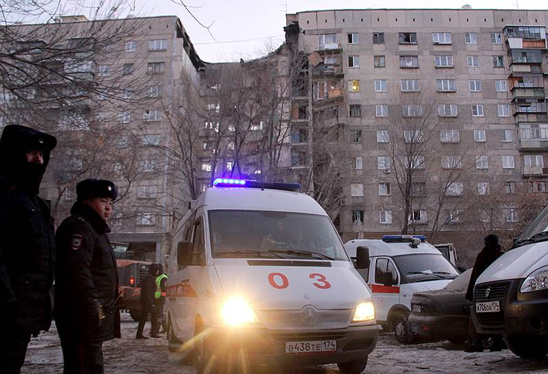 Жильцы пострадавшего дома эвакуированы. Власти региона заявили, что рассматривают возможность покупки квартир для тех, кто потерял жилье