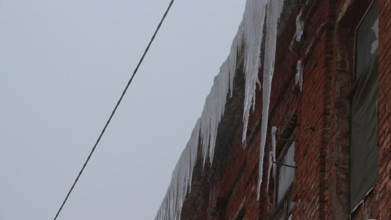 18.02.19 — повреждение газопровода из-за падения наледи с крыши многоквартирного дома в Саратове