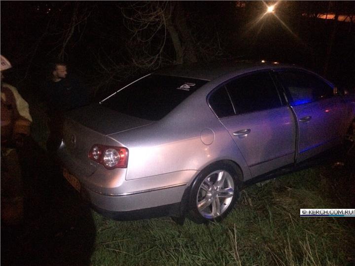 Вечернее ДТП в Керчи: «Volkswagen» врезался в опору газопровода