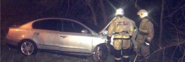 25.03.19 — Вечернее ДТП в Керчи: «Volkswagen» врезался в опору газопровода