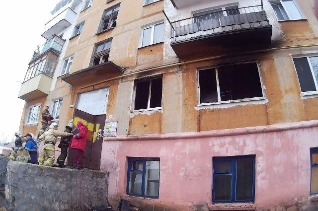 В результате пожара полностью выгорела кухня со всей мебелью. Предварительная причина пожара – нарушение правил пожарной безопасности при эксплуатации газового оборудования