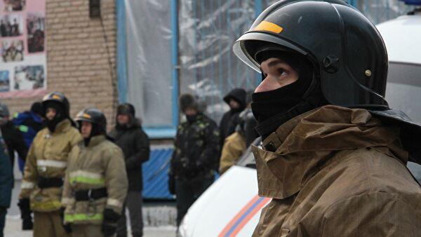 Сотрудники МЧС РФ на месте обрушения одного из подъездов жилого дома в Магнитогорске