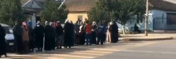 19.10.19 — Из-за отключения газа люди на видео перекрыли дорогу в Дагестане (Хасавюрт)