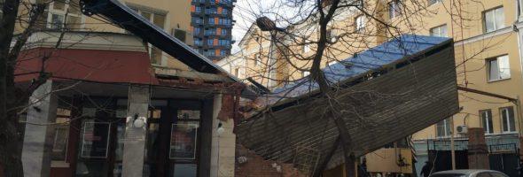 02.12.19 — упавший в Ростове-на-Дону кран повредил газовую трубу.